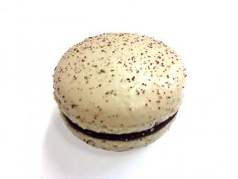 Kaffe.  Karamelliserad mörk chokladtryffel smaksatt med espressobönor från LoveCoffee.