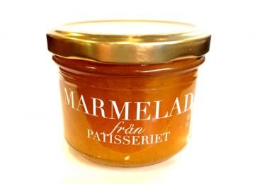 Aprikos med Tahitivanilj & lättrostad mandel. Patisseriets klassiker! Har du en gång smakat…