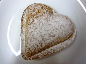 Vaniljhjärta. Mördegskal fylld med hemkokt Tahiti vaniljkräm!